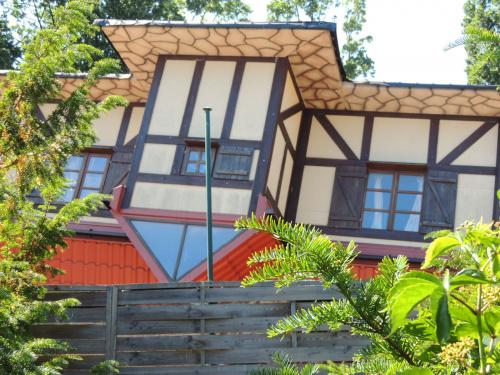 Nie tylko na rynku w Krakowie domy stanęły na głowie