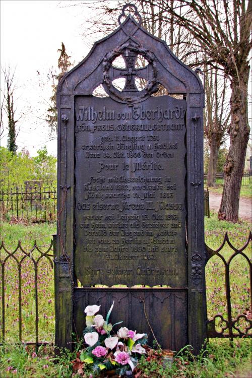 keteim1 poddał mi temat starych, poniemieckich cmentarzy; tu zdjęcia z cmentarza w Brodach