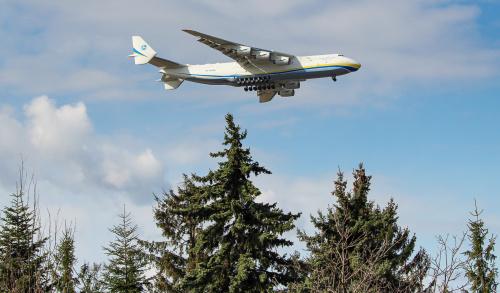 Lądowanie Antonova Mriya - największego samolotu transportowego na Świecie.