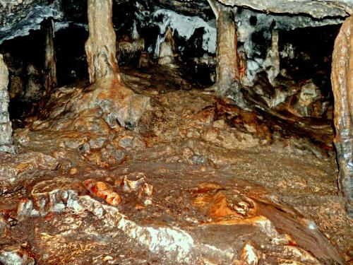 Jaskinia W Zielonej Górze - sala Złamanych ...Stalagnatów