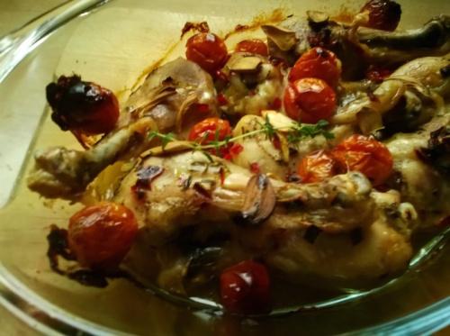 Pieczone udka z kurczaka z pomidorkami cherry
