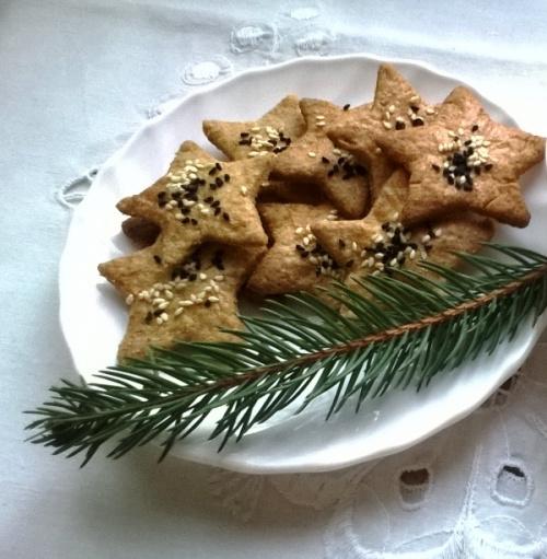 Słone ciasteczka z sezamem i czarnuszką do barszczu wigilijnego