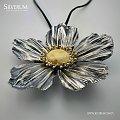 Wisiorek kwiat - www.silverum.com.pl #kwiat, #srebro, #bursztyn, #biżuteriaartystyczna, #sklepinternetowy, #rękodzieło
