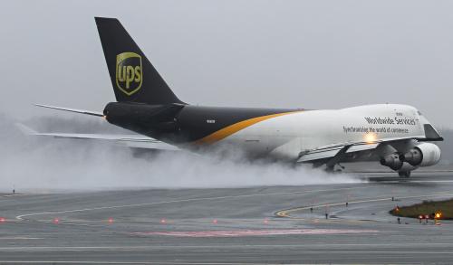 Odlot Królowej, czyli największego samolotu jaki regularnie odwiedza Polskę. Jumbo 747 UPS w deszczowy poranek, czyli taki jak ostatnio codziennie :)